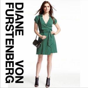 Diane Von Furstenberg Jilda Wrap Dress Size 2